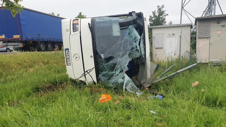 Jełowa. Wypadek autobusu z dziećmi. Policja podaje przyczynę