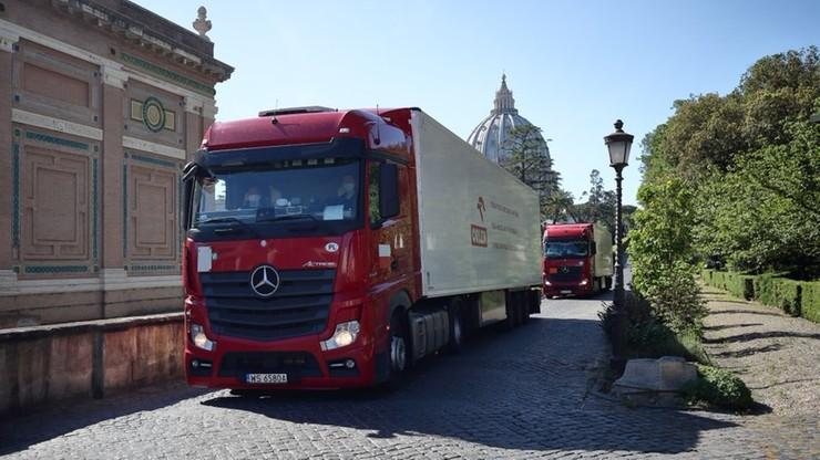 PKN Orlen wysłał pomoc do Watykanu. 735 tys. masek, 10 tys. kombinezonów