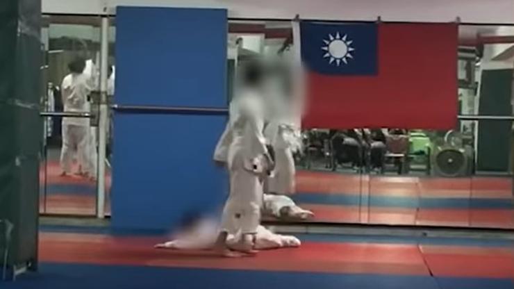 Tajwan: Kilkadziesiąt razy rzucili nim o ziemię. 7-latek w śpiączce po treningu judo