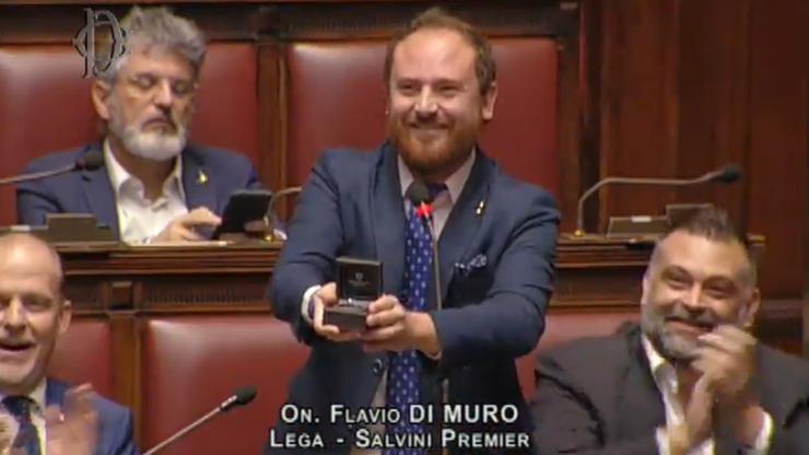 """Zaręczyny w parlamencie. """"To nie wydaje mi się na miejscu"""""""""""