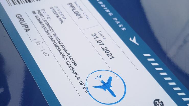 """Budowa lotniska w Radomiu. Zwiedzający otrzymują darmowe """"bilety"""""""