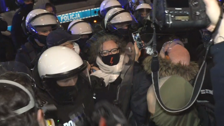 Protesty kobiet. Co najmniej 10 osób zatrzymanych