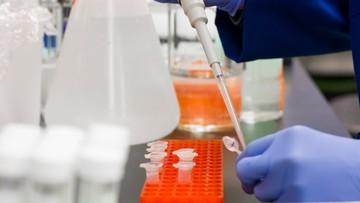 """Polacy rozpoczynają produkcję własnych testów na koronawirusa. """"Są 100-procentowo skuteczne"""""""